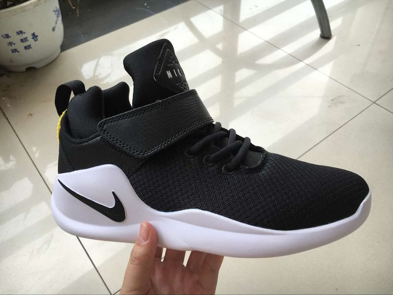 Nike Kwazi Wmns Black White SHoes